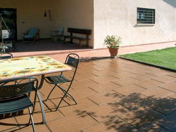 Produzione di pavimenti per esterno pavimentazioni for Arredi esterni per terrazze