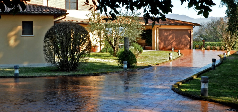 I masselli lastre pavimentazione piazzali in calcestruzzo for Giardini esterni foto